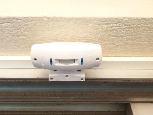 Σύστημα συναγερμού σε οικία με ανιχνευτή ελέγχου εισόδου